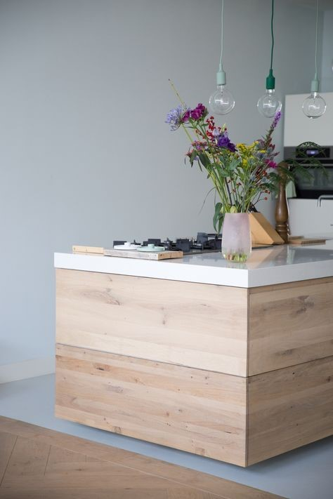 Gietvloer en houten vloer combinatie